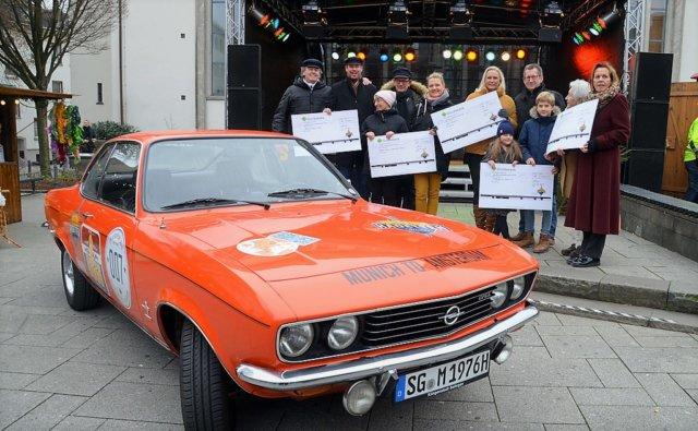 Fünf soziale Institutionen freuen sich über eine Spende von je 1.301 Euro. Die Klingenstädter Kadetten übergaben am Samstag die symbolischen Schecks. (Foto: © Martina Hörle)