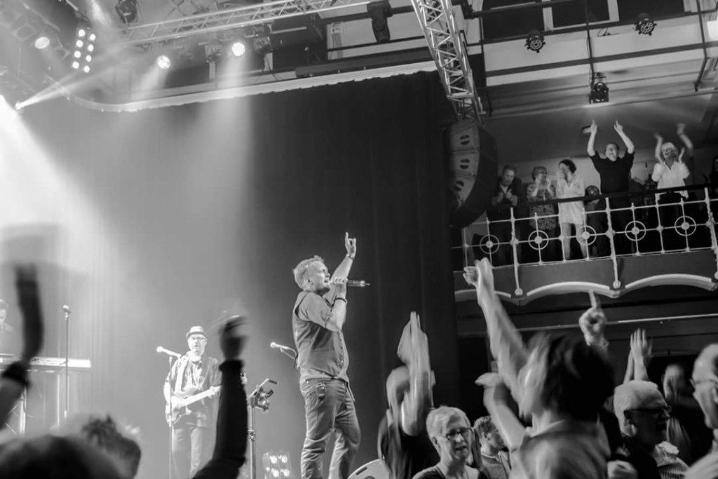 YouWho, die professionelle Rock Pop-Coverband, wird am Freitag, 25. Mai, auf der großen Bühne am Bremsheyplatz für einen tollen Auftakt sorgen. (Foto: © Veranstalter)