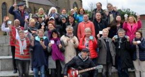 Am KulturMorgen feiern Organisator Timm Kronenberg vom city-art-project (hinten li.) und die Künstler der 20 city-art-Galerien ihr zweijähriges Jubiläum in den Clemens-Galerien. Es gibt ein buntes Programm aus Live-Musik, Tanz, Live-Kunst, Kindermalerei, Public-Shootings und Ausstellungen (Foto: © Martina Hörle)