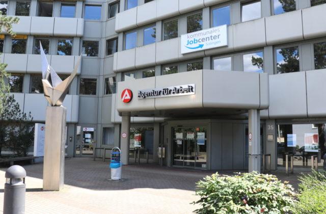 Das kommunale Jobcenter befindet sich in den Räumen der Agentur für Arbeit an der Kamper Straße in Ohligs. (Foto: © Bastian Glumm)