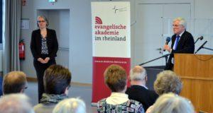 Dr. Ilka Werner, Superintendentin des evangelischen Kirchenkreises Solingen, und Prof. Dr. Okko Herlyn. (Foto: © Thomas Förster)