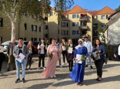 Nach einem Jahr intensiver Ausbildung am St. Joseph Fachseminar haben vier Männer und zehn Frauen ihr staatliches Examen geschafft. (Foto: © Kplus Gruppe)