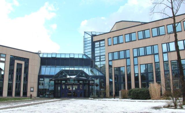 Das Solinger Amtsgericht an der Goerdelerstraße. (Archivfoto: © Bastian Glumm)