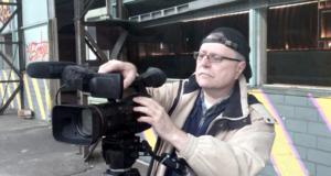 Der Solinger Filmemacher Sndreas Klüpfel kooperiert mit der Wirtschaftsförderung und hält die Entwicklungen und Fortschritte auf Stöcken 17 im Bewegtbild fest. (Foto: © Ralf Georgi)