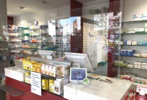 Die Felder GmbH belieferte zunächst vor allem Apotheken und Arztpraxen mit Spuckschutzwänden. Dieser werden nach Maß und den Kundenwünschen entsprechend angefertigt. (Foto: © Felder GmbH)