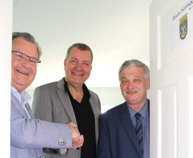 Bürgemeister Ernst Lauterjung, Dipl.-Ökonom Markus Klein und der Auer Bürgermeister Heinrich Kohl eröffneten jetzt den Raum