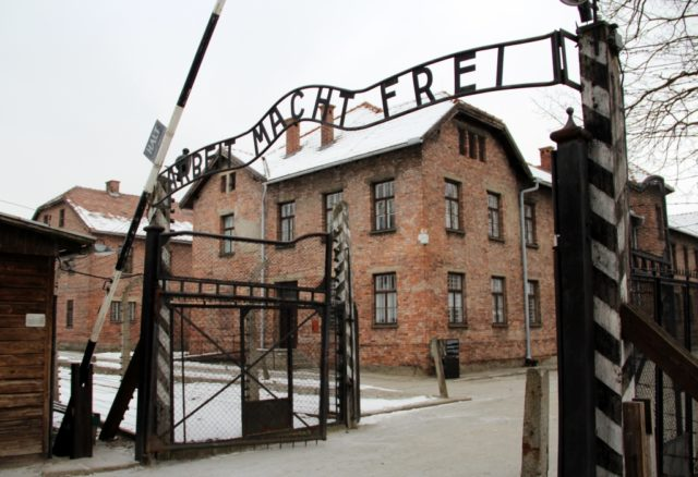 Das Haupttor zum Stammlager in Auschwitz, genannt Auschwitz I. Heute befindet sich im ehemaligen Vernichtungs- und Konzentrationslager im polnischen Oświęcim eine Gedenkstätte. (Foto: © Bastian Glumm)