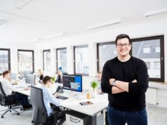 Die Solinger Werbeagentur AWEOS wurde vor drei Jahren von Christos Papadopoulos gegründet. Das Unternehmen expandiert und zog jüngst in ein Bürogebäude an der Kölner Straße. (Foto: © Leon Sinowenka)