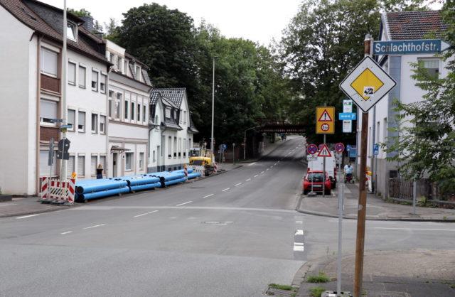 Auf der Cronenberger Straße werden zwischen der Einmündung Potshauser Straße und der Kreuzung Schiller-/ Helenenstraße Gas- und Wasserleitungen verlegt. (Foto: © Bastian Glumm)