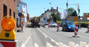Die Bauarbeiten auf der Hildener Straße sind in der letzten Phase. Seit heute regeln Baustellenampeln den Verkehr an der Ecke Hildener- Grenzstraße. (Foto: © B. Glumm)