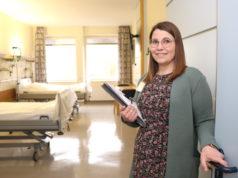 Meike Riehl leitet im Klinikum das Belegungsmangement. Die 28-Jährige arbeitet seit zehn Jahren im Klinikum, davon seit drei als Belegungskoordinatorin. (Foto: © Bastian Glumm)