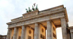Einer der drei Eröffnungsgottesdienste des diesjährigen Deutschen Evangelischen Kirchentags findet am Brandenburger Tor im Herzen Berlins statt. (Archivfoto: © B. Glumm)