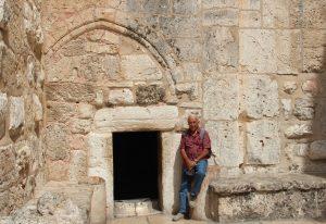 Der Haupteingang zur Geburtskirche kann nur in gebückter Haltung passiert werden. Geht es um Demut oder hat man damals den Eingang verkleinert, um Reiter und Pilger mit großen Tieren von der Kirche fernzuhalten? (Archivfoto: B. Glumm)