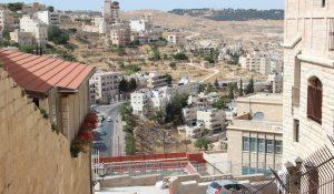 Bethlehem liegt nur einige Kilometer südlich der israelischen Hauptstadt Jerusalem. Rund um den Stadtkern herrscht rege Bautätigkeit und viele Wohnhäuser wachsen wie Pilze aus dem Boden. (Archivfoto: B. Glumm)