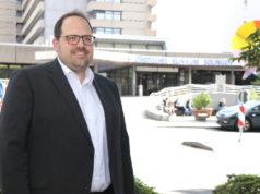 Jan Michael Lange will Oberbürgermeister werden und tritt bei den Wahlen im kommenden September für die Bürgergemeinschaft für Solingen (BfS) an. Ihm ist der Erhalt des Klinikums als Haus der Vollversorgung wichtig. (Foto: © Bastian Glumm)