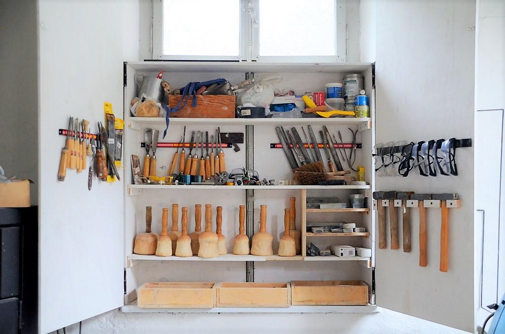 Werkzeug und Material müssen Kursteilnehmer nicht mitbringen. Valerie Krause hat alles vor Ort. (Foto: © Martina Hörle)