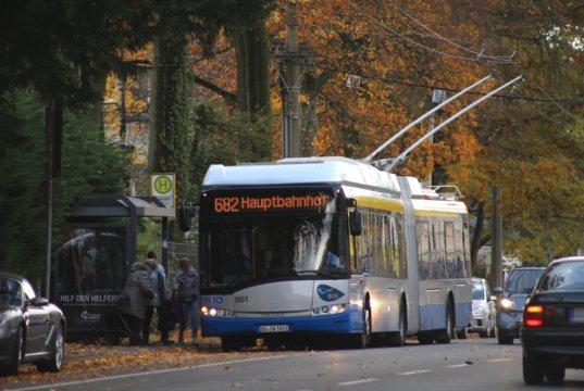 Seit Montag sind zwei der neuen Batterie-O-Busse, kurz BOB, erstmals im Linienbetrieb testweise auf Solingens Straßen unterwegs. (Foto: © Das SolingenMagazin)