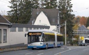 Die Batterie-Oberleitungs-Busse, kurz BOB, wurden im Januar auf dem Gelände an der Weidenstraße auf Herz und Nieren getestet, bevor seit den Sommerferien Probefahrten als Schülerverstärkerfahrten durchgeführt wurden. (Foto: © Das SolingenMagazin)