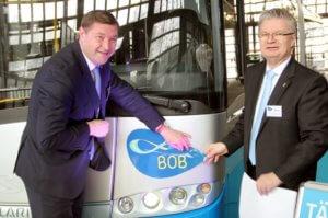 Oberbürgermeister Tim Kurzbach (li.) und Conrad Troullier, Geschäftsführer des SWS-Verkehrsbetriebs, stellten im März 2018 den ersten BOB in Solingen vor. (Foto: © Bastian Glumm)