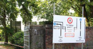 Voraussichtlich bis Jahresende ist das Haupttor des Botanischen Gartens am Vogelsang für Fußgänger gesperrt. Alternative Wege sind ausgeschildert. (Foto: © B. Glumm)