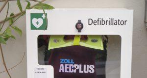Der Botanische Garten hat einen Defibrillator und einen Notfallkoffer für Ersthelfer angeschafft, um auf medizinische Notfälle vorbereitet zu sein. (Foto: © Botanischer Garten Solingen)