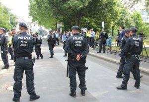 Die Sicherheitsvorkehrungen am 29. Mai waren enorm, die Polizei mit zahlreichen Kräften in Solingen im Einsatz. (Foto: © Bastian Glumm)