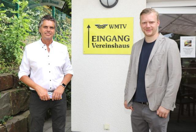 Oberbürgermeisterkandidat Raoul Brattig (re.) begrüßte jetzt den sportpolitischen Sprecher der FDP-Fraktion im Düsseldorfer Landtag, Andreas Terhaag, in Solingen beim WMTV. (Foto: © Bastian Glumm)