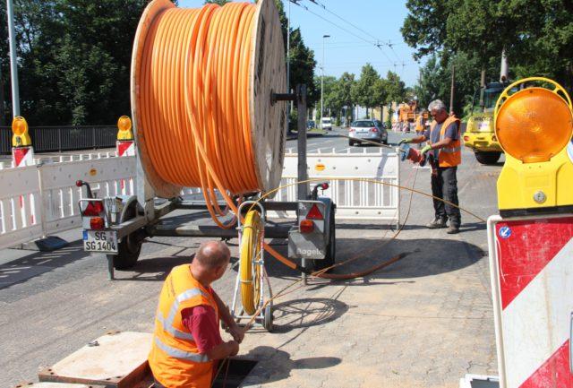 Das Gewerbegebiet Schmalzgrube wird mit schnellem Internet versorgt. Dazu werden derzeit Glasfaserkabel gezogen. (Foto: © B. Glumm)
