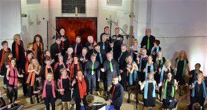 Unisono gab am Sonntag in der Ketzberger Kirche das letzte der vier Herbstkonzerte. Auch diesmal trat der Chor vor ausverkauftem Haus auf. (Foto: © Martina Hörle)