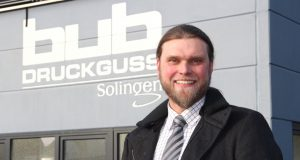 Ralf Ahnert ist Geschäftsführer der bub-Druckguss GmbH an der Alten Ziegelei in Gräfrath. Als einer von insgesamt fünf Unternehmern im Gewerbegebiet Dycker Feld hat er seine Firma für schnelles Internet angemeldet. (Foto: © Bastian Glumm)