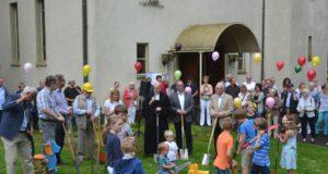 Am Sonntag wurde der erste - symbolische - Spatenstich für den Umbau des Gemeindezentrums der Christuskirche in Rupelrath vollzogen. Die eigentlichen Bauarbeiten beginnen am 12. Juni. (Foto: © Evangelische Kirchengemeinde Rupelrath)