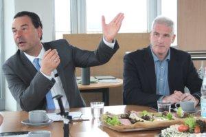 Dr. Jochen Stahl (li.), Investor der Clemens-Galerien, und Michael Borgmann von Intersport Borgmann informierten jetzt die Öffentlichkeit über ihre Pläne in den Clemens-Galerien. (Foto: © Bastian Glumm)