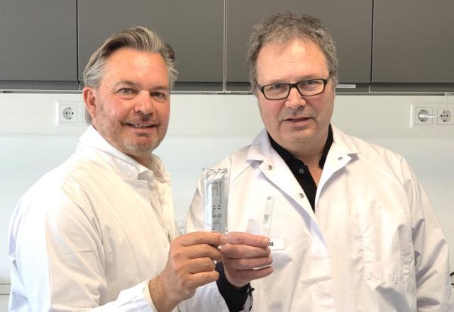 Dirk Rolf Gieselmann, Vorstand der Unternehmsgruppe Matrix Biotech AG und Dr. Peter Möller, Geschäftsführer der dentognostics GmbH. (Foto: © dentognostics GmbH).