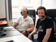 Maik Thiele (li.) und Sascha Staat kommetieren die Olympischen Spiele vom Solinger Coworking Space aus. (Foto: © Daniel Rüsseler)