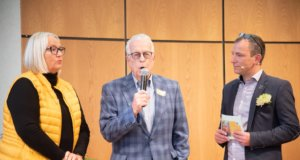 """Gabriele Baumbach (links), Leiterin der Busch-Stiftung """"Seniorenhilfe"""", Thomas Busch (Mitte), Stifter und Vorstand der Busch-Stiftung """"Seniorenhilfe"""", Rüdiger Jezewski (rechts), Leiter des Demenz-Zentrum Bethanien und Organisator der Demenz-Konferenz Bethanien. (Foto: © Maik Porsch)"""