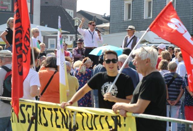 Am Freitag wurde auf dem Neumarkt demonstriert: Auf der einen Seite ludt die AfD den bekannten Islamkritiker Michael Stürzenberger nach Solingen ein, das Bündnis