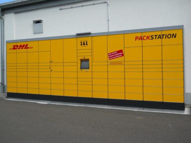 Das Solinger Unternehmen POS-Kreativ unterstützt die DHL bei der Produktion und Kennzeichnung von rund 3.000 neuen Packstationen in ganz Deutschland. (Foto: © POS-Kreativ)