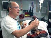 Der Solinger Arzt Dr. Christoph Zenses ist gleichzeitig Vorsitzender des Vereins (Solingen hilft). Er besuchte jetzt bereits zum zweiten Mal das Flüchtlingscamp Moria auf Lesbos. (Foto: © Solingen hilft e.V.)
