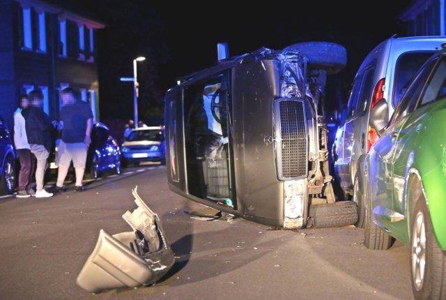 Dienstagnacht, gegen 00.40 Uhr, kam es in Wald auf der Dültgenstaler Straße zu einem Verkehrsunfall mit hohem Sachschaden. (Foto: © Das SolingenMagazin)