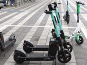 Für einmalig 1 Euro zum Entsperren sowie 20 Cent pro Minute können die Scooter in Solingen ausgeliehen werden. (Foto: © Bastian Glumm)