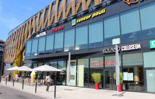 Einkaufen im Internet macht dem Einzelhandel zunehmend das Leben schwer. In Solingen wird jetzt ein Projekt gefördert, das das virtuelle und das reale Einkaufserlebnis miteinander verknüpfen soll. (Archivfoto: © B. Glumm)