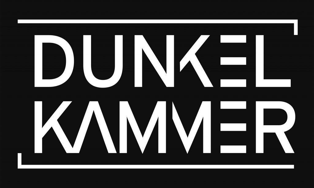 """Die Galerie trägt den Namen """"Dunkelkammer"""". Das Logo hat Fotografenkollege Ulli Steinküller entworfen. (Foto: © Veranstalter)"""