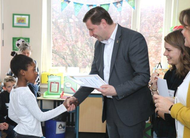 56 Schülerinnen und Schüler der Grundschule Weyer wurden am Freitag zu