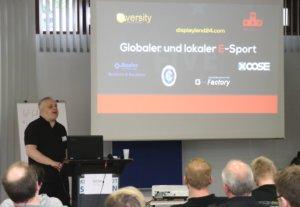 Bernd Unger, Geschäftsführer des Solinger eSport-Unternehmens Stage5 Gaming, informierte am Samstag über globalen und lokalen eSport. (Foto: © Bastian Glumm)