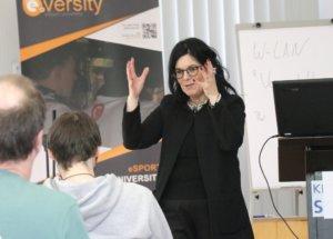 Die Wuppertalerin Anita Ranzan von Moogiesart Consulting hielt einen Vortrag rund um das Thema Wirtschaft und Digitalisierung. (Foto: © Bastian Glumm)