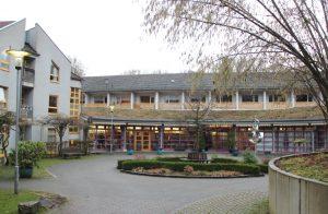 Im Sommer 2019 soll der Neubau fertig sein, so dass das Eugen-Maurer-Haus in Gräfrath dann insgesamt 146 Plätze, darunter 122 Einzelzimmer, anbieten kann. (Foto: © Bastian Glumm)