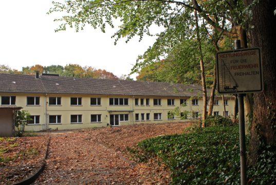 Teile des alten Eugen-Maurer-Haus in Gräfrath werden abgerissen. Die Altenzentren der Stadt Solingen bauen dort einen modernen Neubau. (Foto: © Tim Oelbermann)