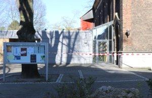 Aufgrund der in der Dachkonstruktion festgestellten Schäden, wurde die Stadtkirche gesperrt. Gottesdienste finden bis auf weiteres im Gemeindezentrum an der Wittenbergstraße 4 statt. (Foto: © Bastian Glumm)