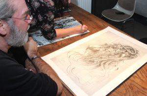 """Mitunter inspiriert vom Schweizer Oscarpreisträger HR Giger, der seinerzeit das """"Alien"""" kreierte, kommen auch die Werke der Künstler des """"EyE:Project"""" sehr vielfältig daher. (Foto: B. Glumm)"""