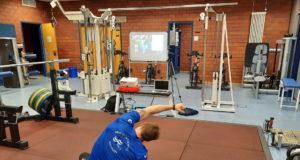 Die NRW-Sportschüler der Friedrich-Albert-Lange-Schule in Wald bekommen Sportstunden via eines Video-Konferenz-Systems. (Foto: © Klaus Dreikausen/FALS)